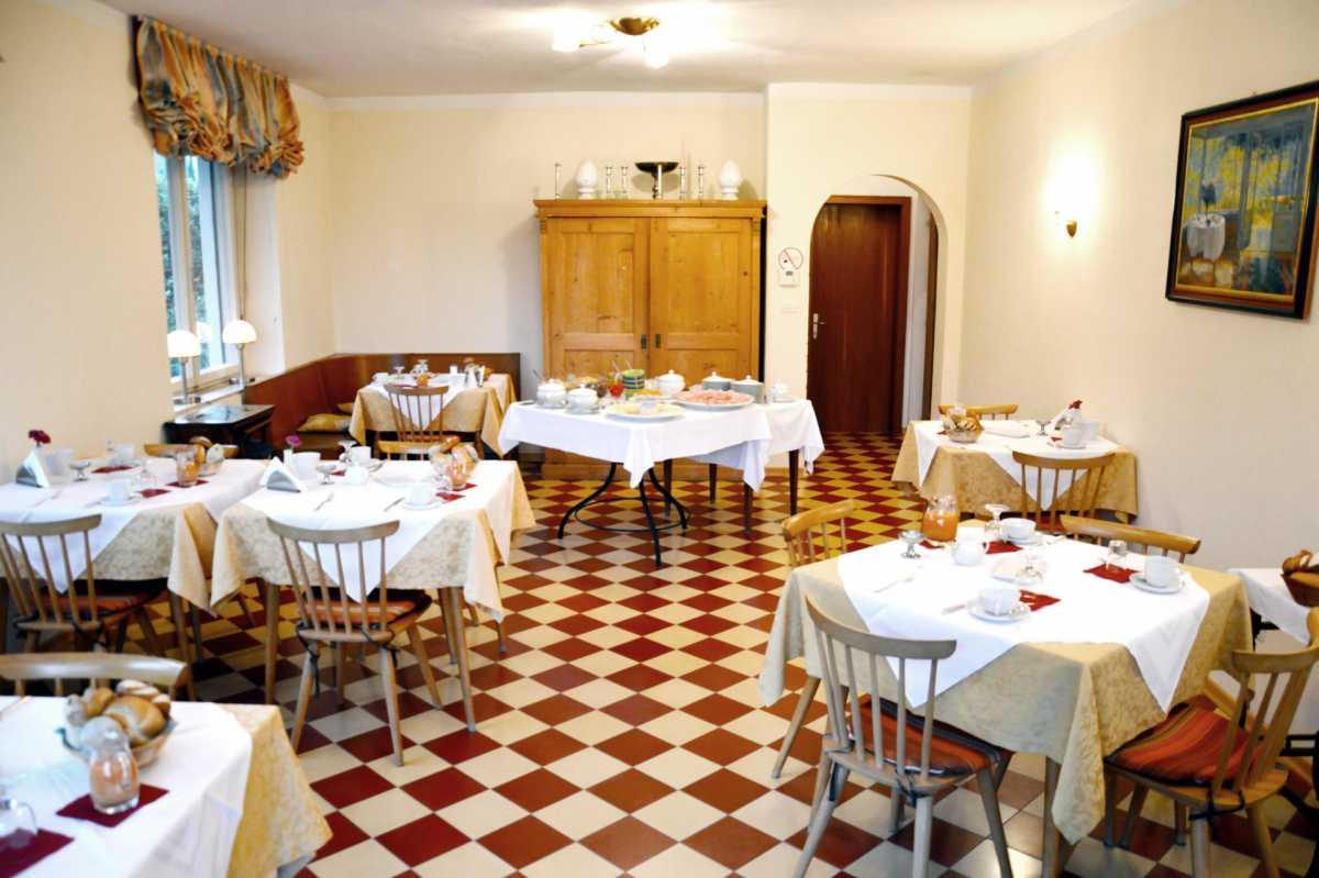 Der Speisesaal der Villa Clavenz. Hier servieren wir unser Genießer-Frühstück.
