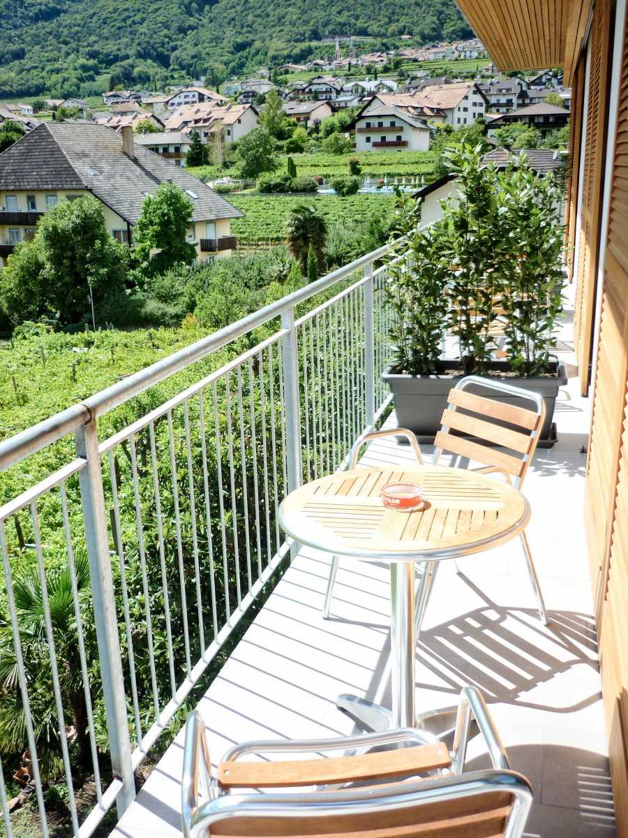 Jedes Zimmer der Villa Clavenz hat einen großen Balkon.